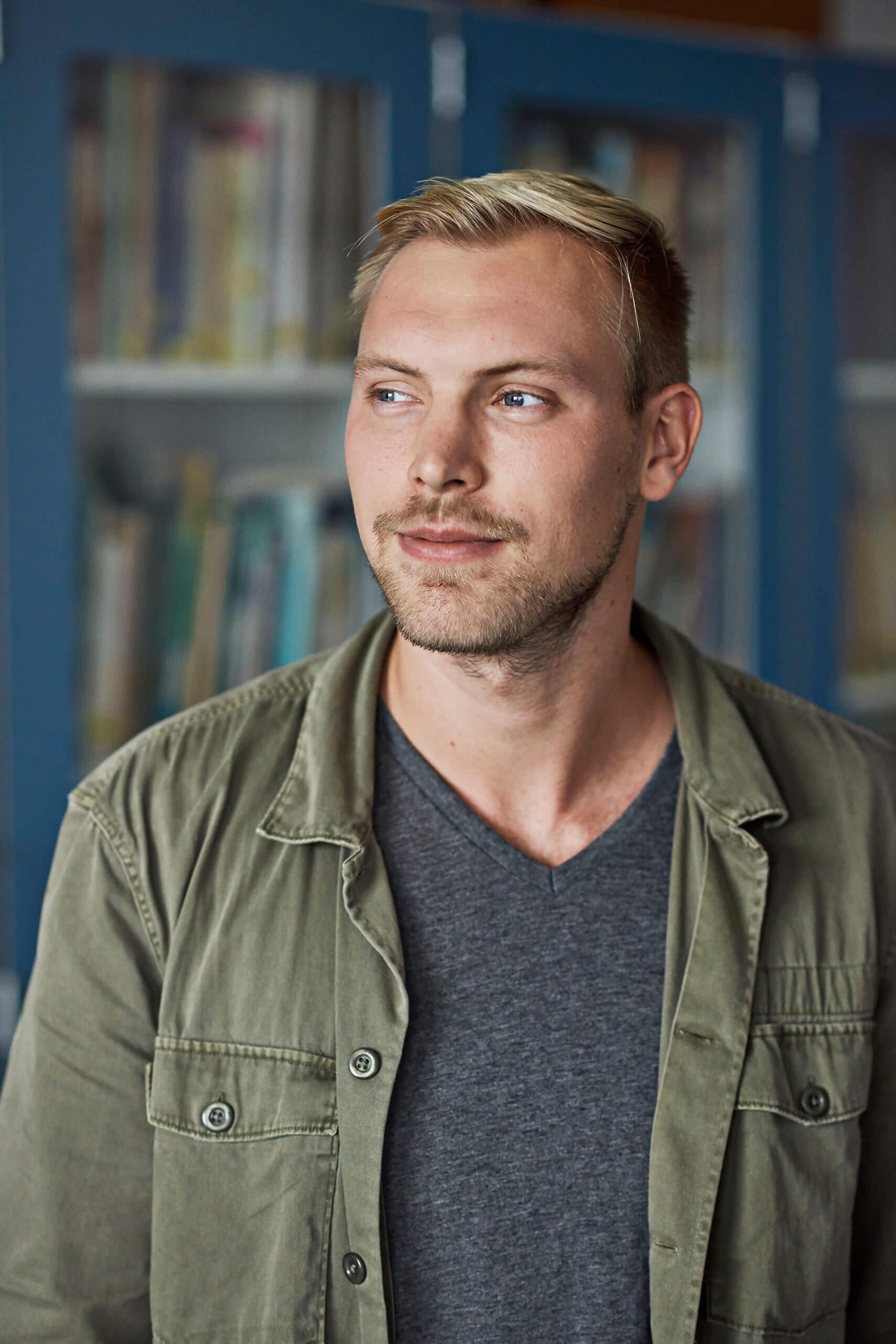 Lærerstuderende: Ung mand med lyst hår