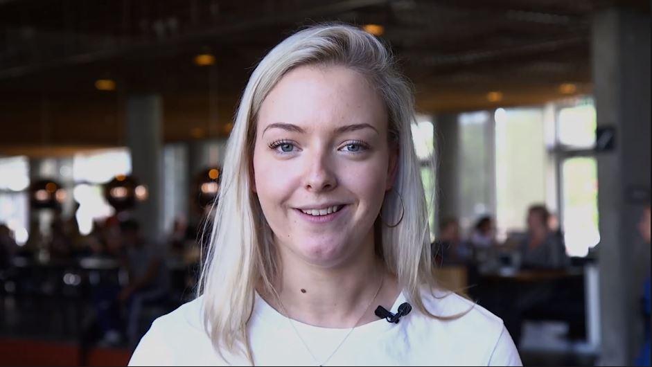 Studerende fra Ernæring- og Sundhed interviewes på Campus Sigurdsgade