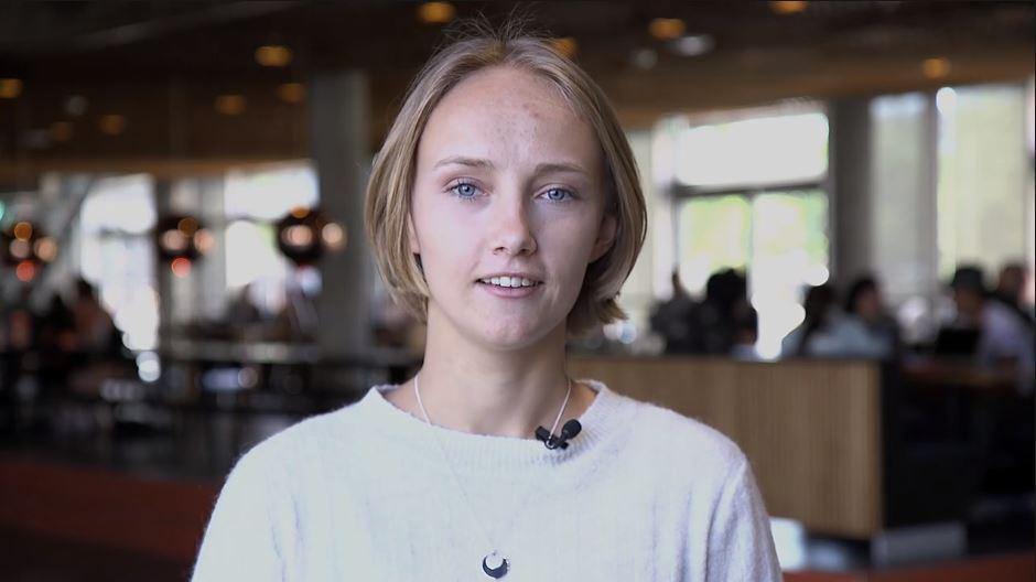Jordemoder-studerende interviewes på Campus Sigurdsgade