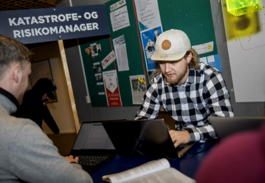 Studerende fra Katastrofe- og Risikomanageruddannelsen laver gruppearbejde